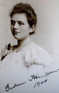 Gudrun Knudsen 1900